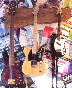 Gitarrenbrett mit Instrumenten